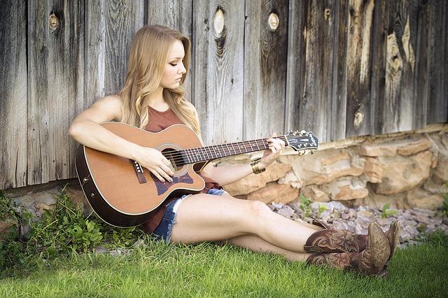 Frau macht Musik